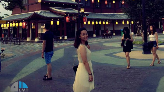 Đầm váy là trang phục dạo tối ở Bà Nà hợp lý nhất